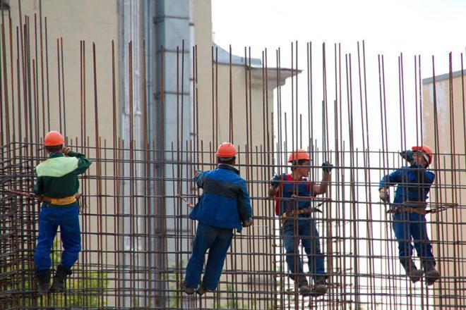 Bild mit Arbeitern auf einer Baustelle