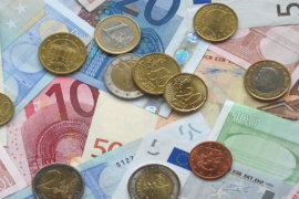 Bild mit Geldscheinen und Muenzenn