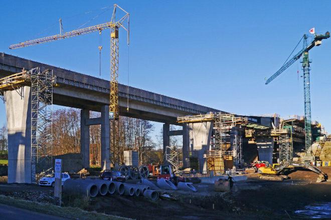 Foto von einer Brückenbaustelle, die auch duerch die öffentliche Auftragsvergabe musste