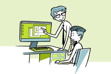 Ein Experte erklärt einem Anwender die Programme
