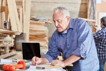 Weiterbeschäftigung nach Renteneintritt Altersrente, vorgezogener Renteneintritt, Zuverdienstgrenzen, Befristungsmöglichkeit