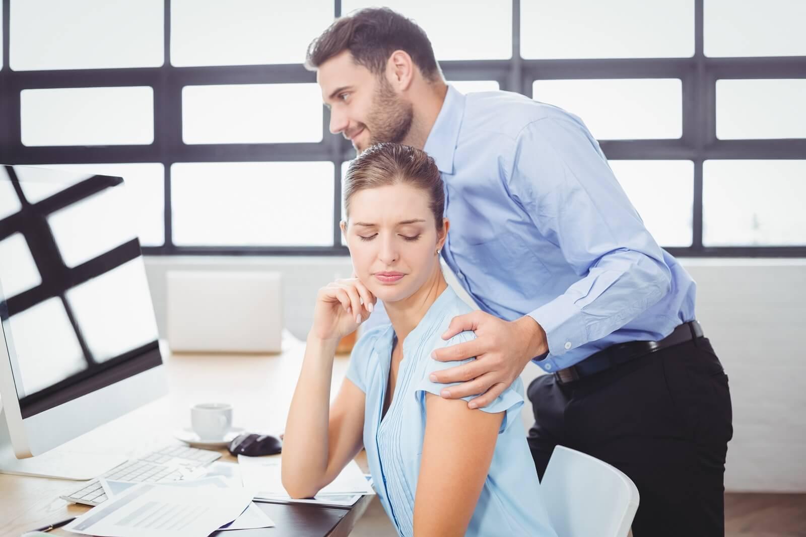 Mitarbeiterzufriedenheit, Belästigung, sexuelle Belästigung, AGG, Schutz, Mitarbeiter, Kunden, Arbeitsrecht