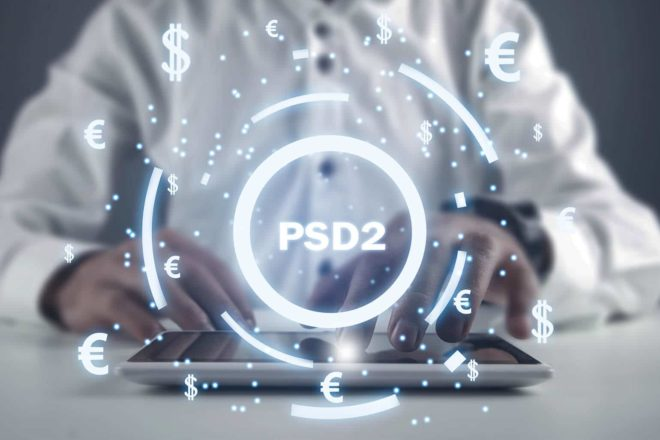Über Mann am Tablet ist der Schriftzug PSD2 zu sehen
