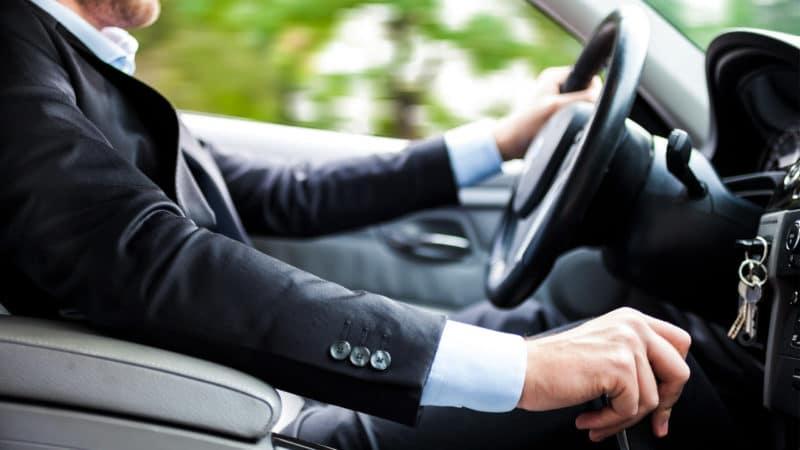 Günstiger fahren: Fahrtenbuch oder 1-Prozent-Regelung?