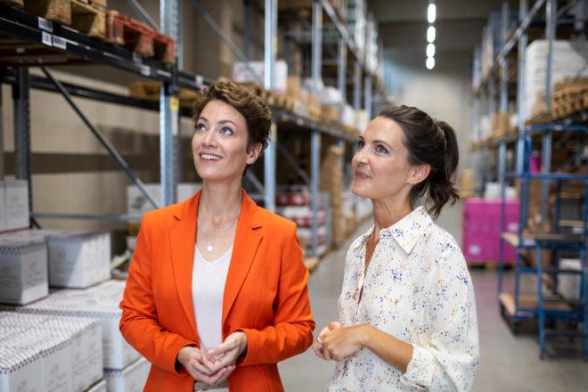 Mit DATEV SmartExperts den passenden Berater finden: zwei Frauen im Gespräch