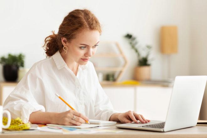 Anwenderin nutzt die Jahreswechselseminare zu den DATEV-Lohnprogrammen.