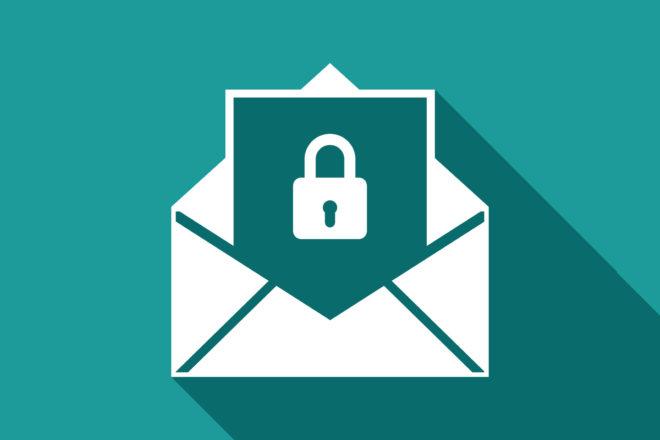 Illustration zeigt ein Vorhängeschloss in einem Briefumschlag als Symbol für E-Mail-Verschlüsselung